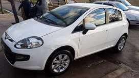 Vendo Fiat Punto Atracttive Top modelo 2014