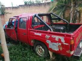 Vendo camioneta nissan pickup 1996 para reparar