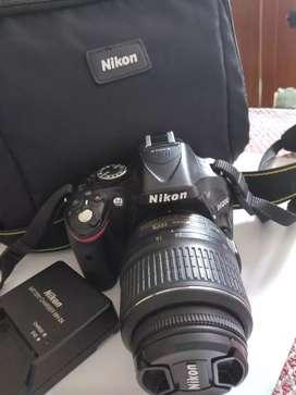 Cámara Nikon 5200 maletín, cargador y memoria 2GB