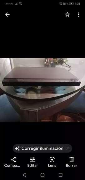 DVD nuevo con entrada usb a control remoto.