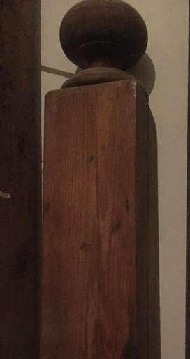 Columna antigua de ma Columna antigua de madera