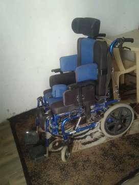 Vendo  silla de ruedas ortopédica  precio  180