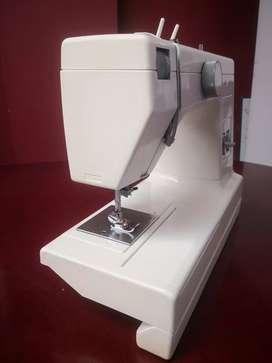 Vendo Maquina De Coser PFAFF HOBBY 303 Como nueva Poco Uso