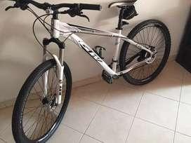 Bicicleta GW  talla L rines 27.5 con buena suspensión de bloqueo