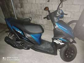 Venta de una motoneta Yamaha Rz