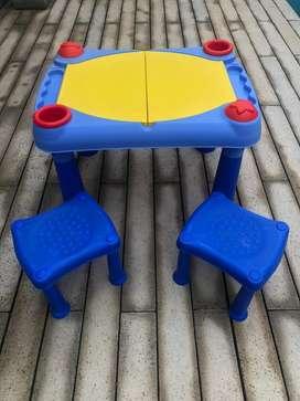 Juego de mesa y 2 banquitos infantil didactica.Impecable!!!