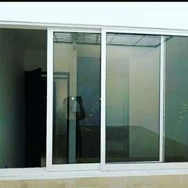 Reparación de puertas y ventanas de aluminio y vidrio templado