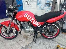 Moto Suzuki 125 EN año 2013