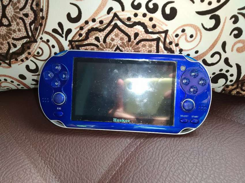 Huskee Consola tipo PSP