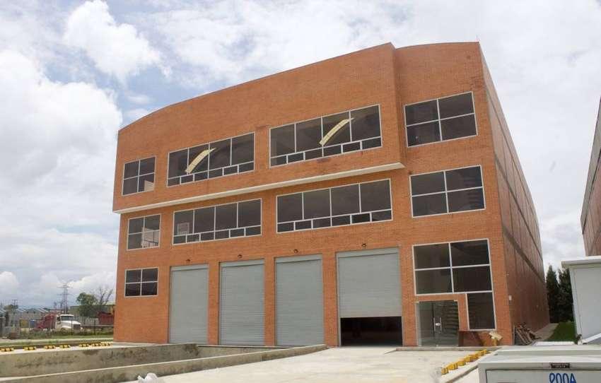 Bodega Zona Franca de Occidente con Oficinas - GANGA 0