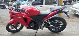 Moto Honda CBR 250r en excelente estado.