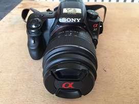 Camara Sony alpha 37 con lente de 18-55