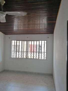 (NEGOCIABLE) Cómoda casa - 3 habitaciones. Cerca a Policía Nacional, ESSA, UIS, UCC. Sector residencial.