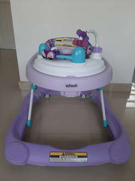 Caminador para bebe marca Infanti