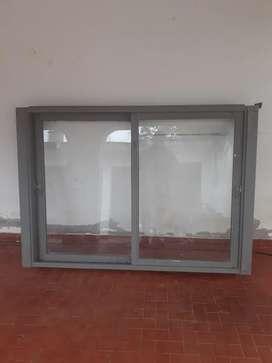 Ventanal de 1.50 mts x 1.35 mts. Con vidrios incluidos