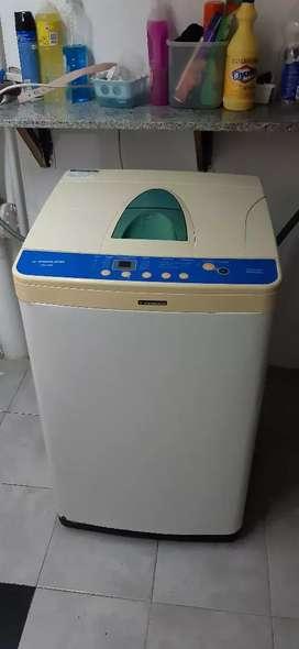 Lavarropas automático marca Philco. 800 RPM, 7kg de capacidad.