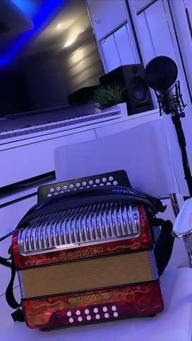 Acordeon hohner mileto original con tono y afinacion profesional con brillo estaso 10/10