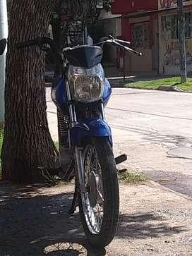 Permuto moto por auto en funcionamiento