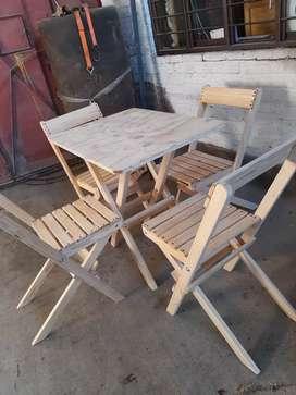 Vendo juego de sillas más mesa plegable en madera se pino canadienae