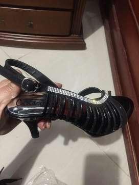 Sandalias hermosas nuevas