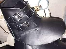 Busco mesita de aparado para taller de calzado en moreno