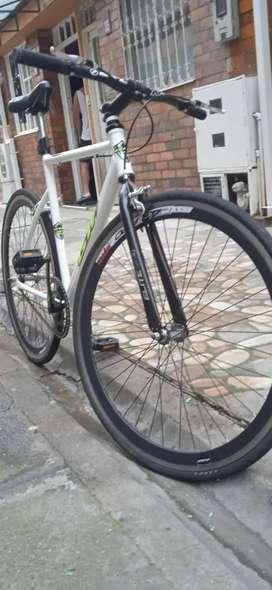 Se vende bicicleta fixie roliz gw rin 700