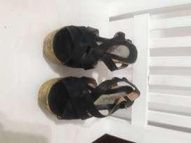 Sandalias negras, taco chino altas, talle 37, buen estado