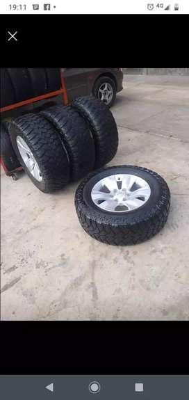 Vendo aros 17 Toyota Hilux con llantas maxis