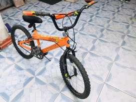 Bicicleta Magna vendo o cambio