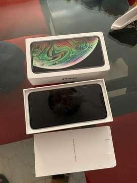 Iphone XS Max 64 gb en caja con todos aus accesorios.