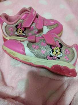 Vendo zapatillas Minnie compradas en Peyles 5.00