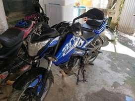 Pulsar 200 Ns, modelo 2016 negra y azul