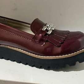Vendo zapatos zapatillas y botas