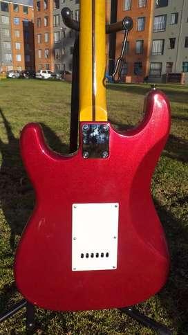 Guitarra electrica estilo Stratocaster como nueva, mastil y madera de calidad