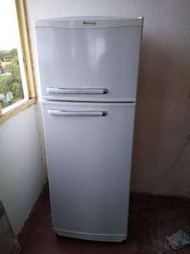 Heladera Mihura 321 Litros Con Freezer