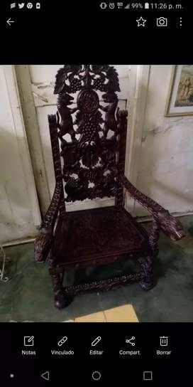 Hermoso sillón tallado antiguo