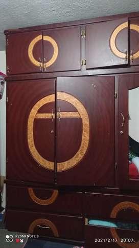 Se vende dos armario un pequeño y uno de tres cuerpos