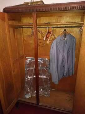 placar con espejo y estantes