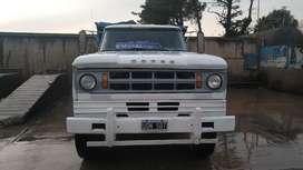 Camión Dodge Volcador