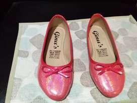 Vendo o cambio zapatos para niña