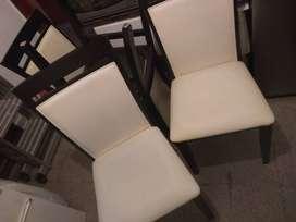 Heladera, lavarropas, ropero, tv, mueble de cocina, mueble rack tv, mesa y 6 sillas, banquetas