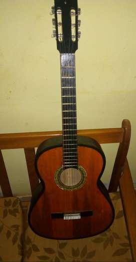 Guitarra acústica de segunda precio negociable