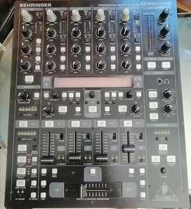 Se vende Behringer Pro Ddm4000
