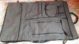 Vendo Porta traje de cuero trae 11 bolsillos acerco si no es lejos