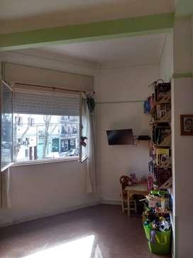 PH 2 ambientes - super luminoso - primer piso por escalera - sin expensas