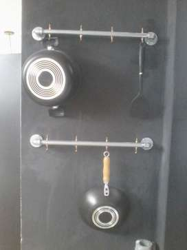 dos perchero porta sarten doble elaborado en tubería ORIGINAL