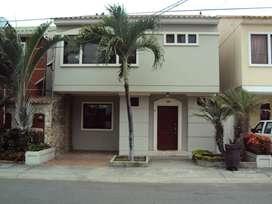 Hermosa casa de venta en la Urbanización Matices, 3 dormitorios.