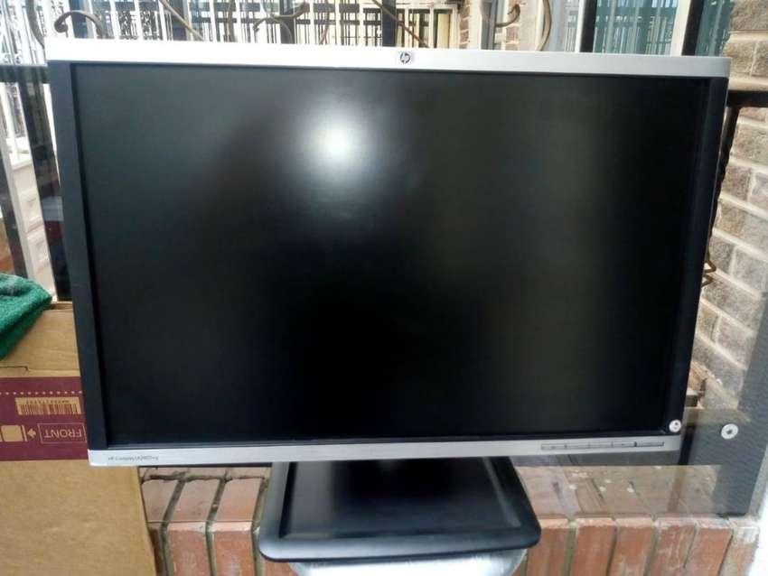 Monito HP Compaq LA2405wg 0