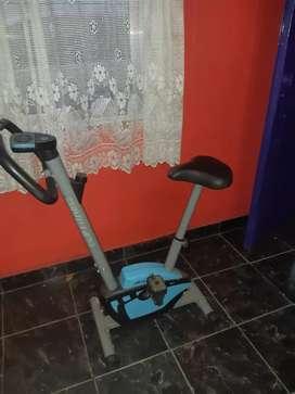 Bicicleta fija color azul nueva un lujo