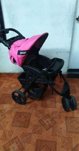 Se vende coche para bebé marca priori, con 2 años de uso